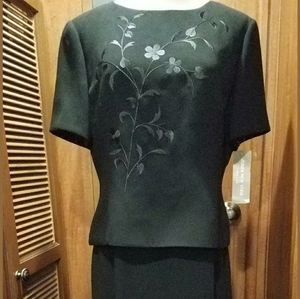 Ladies Black size 12 Embroidered Jones 2 piece out